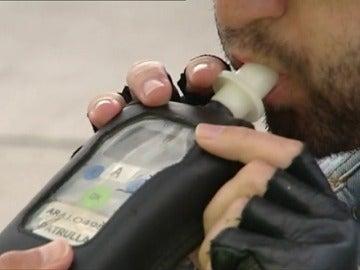 Frame 24.52482 de: Cuatro de cada 10 conductores y peatones fallecidos en accidentes dieron positivo en alcohol o drogas