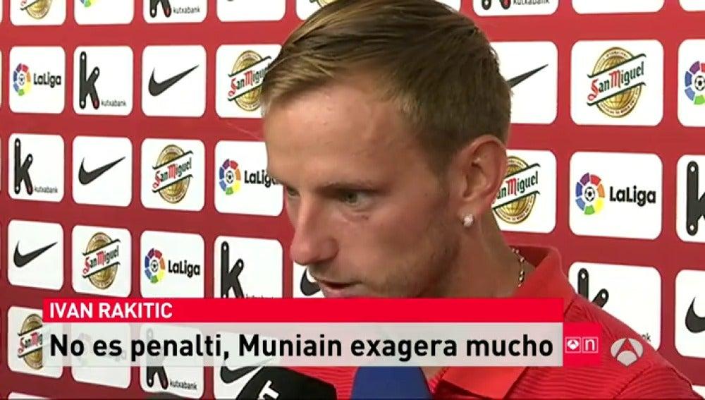 """Frame 17.267094 de: Rakitic: """"Muniain se tira un poco exagerado, no es penalti"""""""