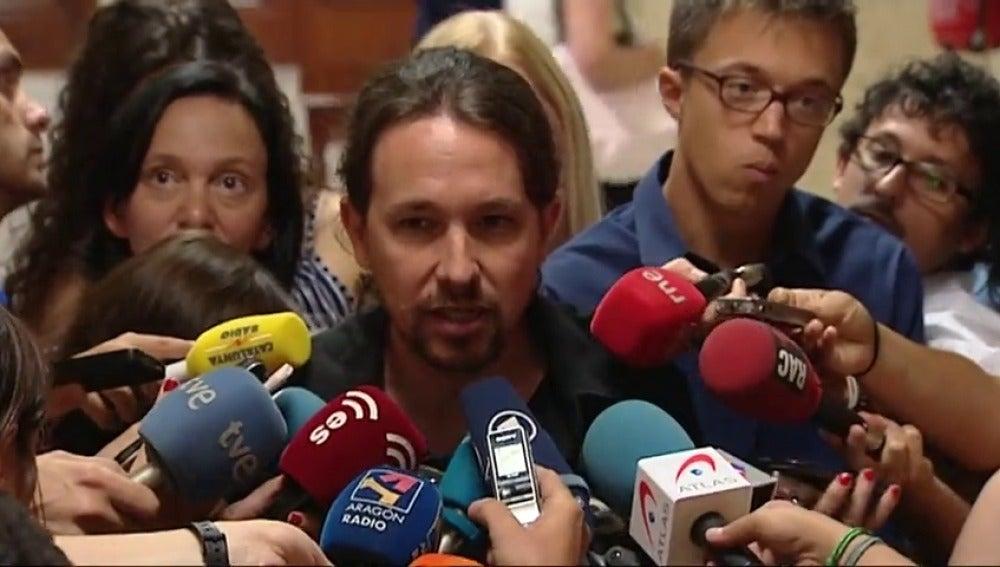 """Frame 12.654225 de:  Pablo Iglesias urge al PSOE a buscar una alternativa """"desde el día siguiente"""" del 'no' a Rajoy: """"Está obligado"""""""