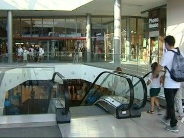 Frame 111.994474 de: centros comerciales