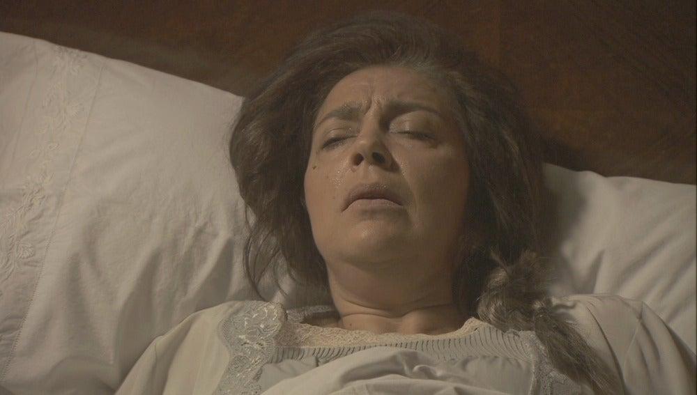 ¿Quién es el hombre que entra en la habitación de Francisca?
