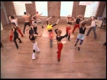Frame 46.977512 de: Baila Morena - Un paso Adelante