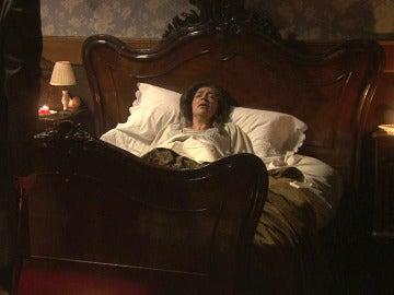 Francisca cree ver a su marido, Salvador