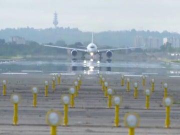 Frame 73.415578 de: Entrenamientos para hacer frente a situaciones de emergencia en pleno vuelo