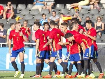 Los jugadores de la selección española sub-21 celebran su victoria sobre San Marino