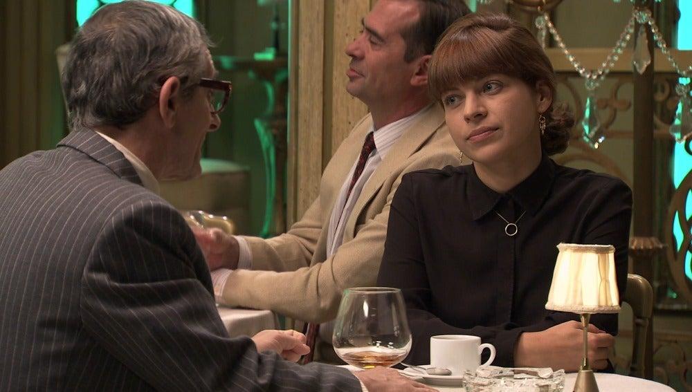 Nuria se interesa por Jaime Novoa