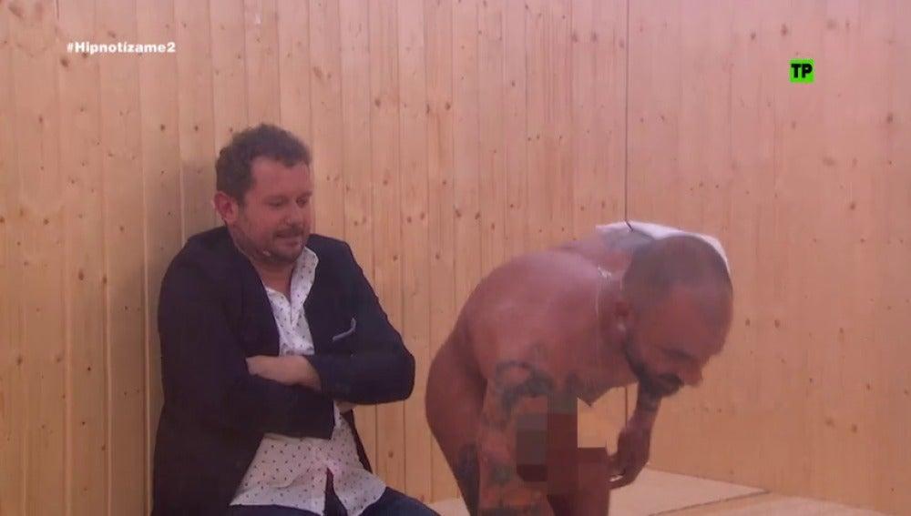 Frame 6.400592 de: ¿Qué hace El Monaguillo en una sauna masculina?