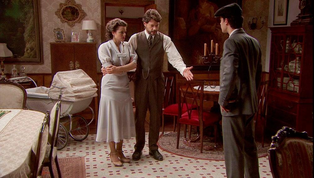 Sol y Lucas entregan a Marcos a su padre