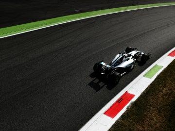 Hamilton rueda en Monza