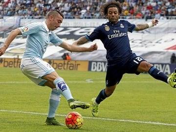 Aspas jugando contra el Madrid.