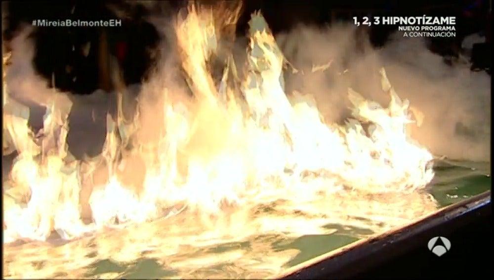 Frame 53.209969 de: Frío VS fuego, quién ganará