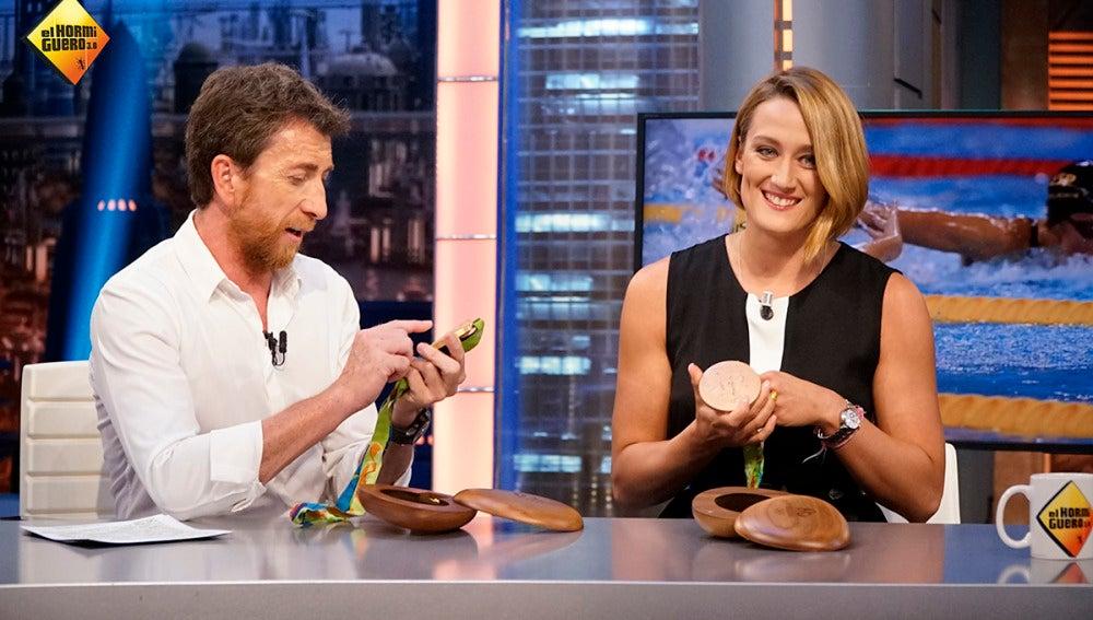 Mireia Belmonte luce sus dos medallas olímpicas en 'El Hormiguero'