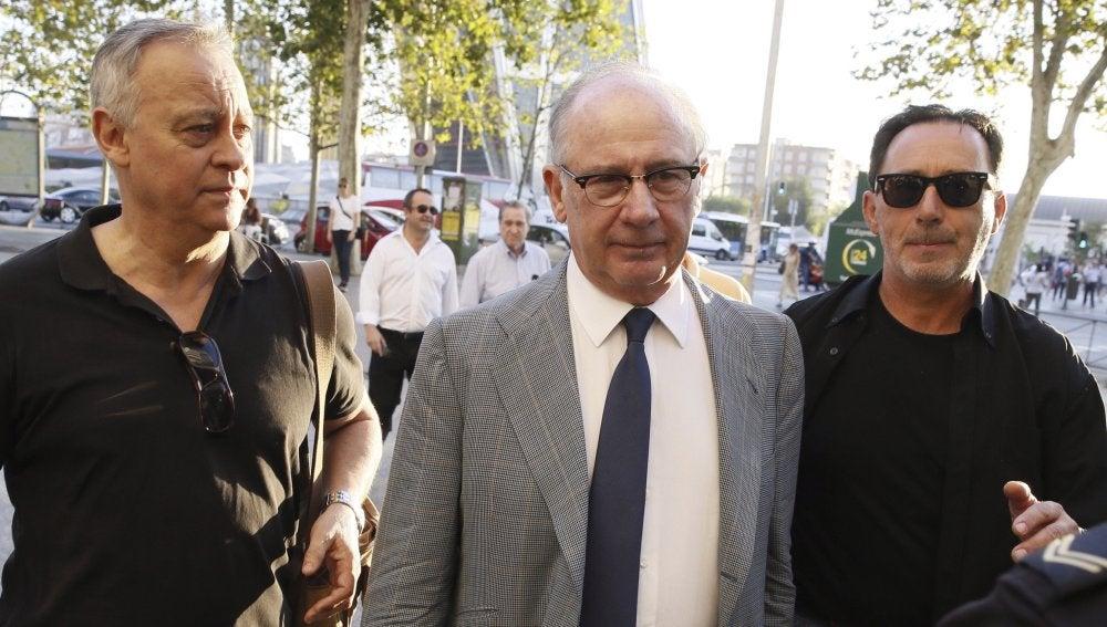 El exvicepresidente del gobierno Rodrigo Rato (c), a su llegada esta mañana a los Juzgados de Plaza Castilla