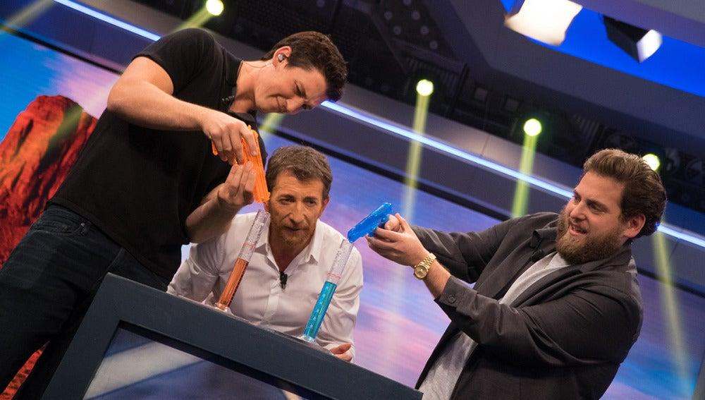 Jonah Hill y Miles Teller compiten por ser el mejor pistolero de España
