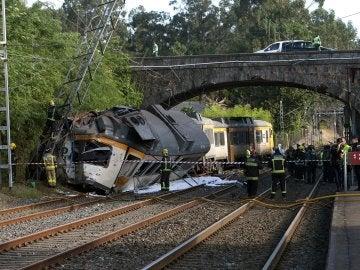 Cuatro muertos y más de 40 heridos al descarrilar un tren de pasajeros en O Porriño, Galicia