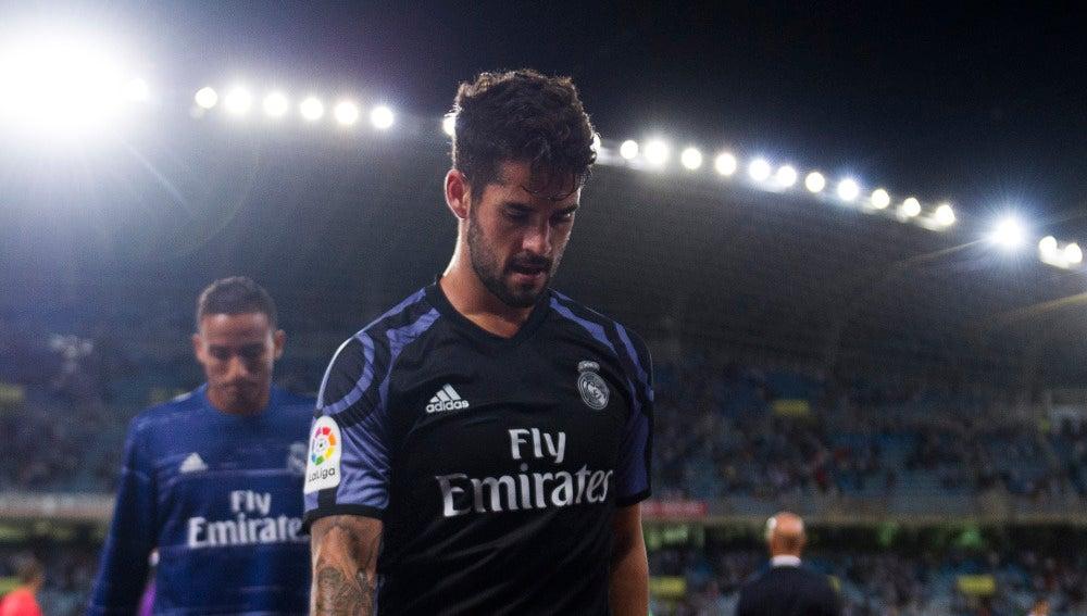Isco, cabizbajo en un partido con el Real Madrid.