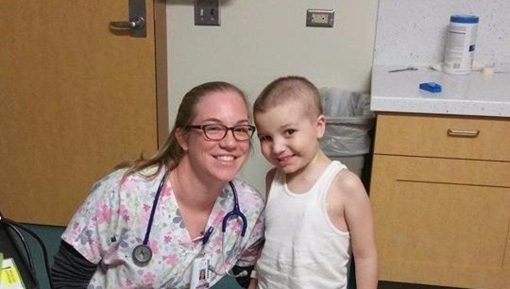 La muestra de amor de un niño de cinco años con leucemia a su enfermera