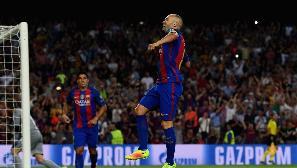 Iniesta celebra su golazo ante el Celtic