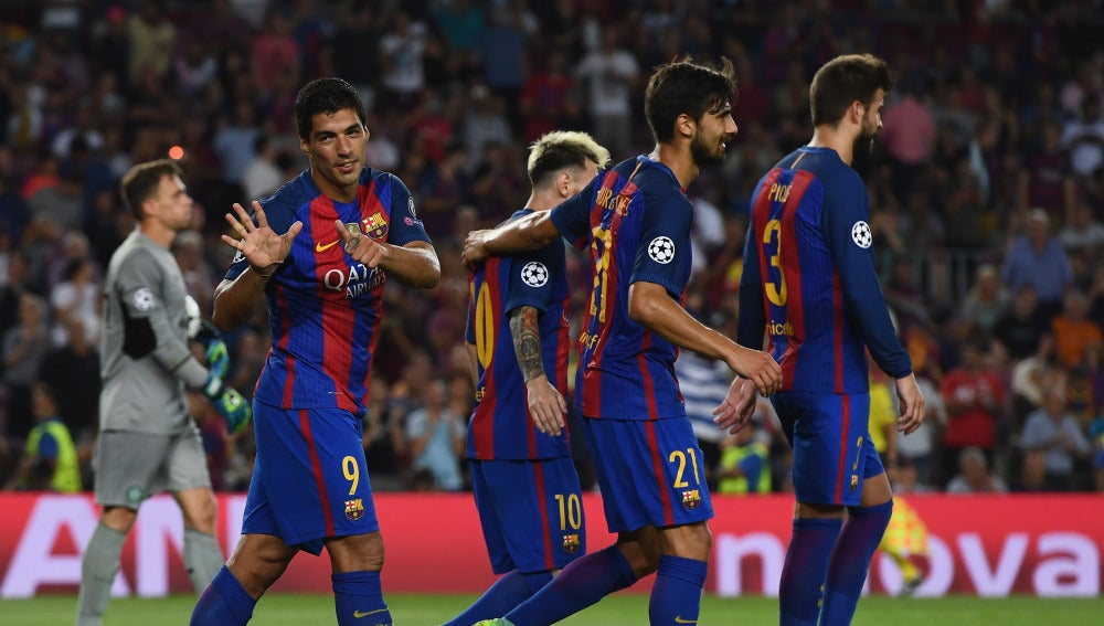 Luis Suárez celebra un gol ante el Celtic en el Camp Nou