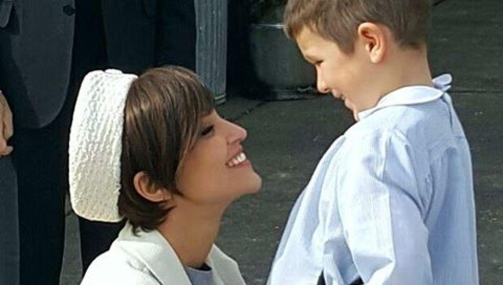 El emotivo encuentro de Ana Ribera y su hijo tras un viaje de negocios