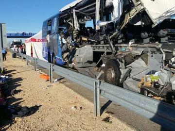 Accidente en Soria por el choque entre un autobús y un camión