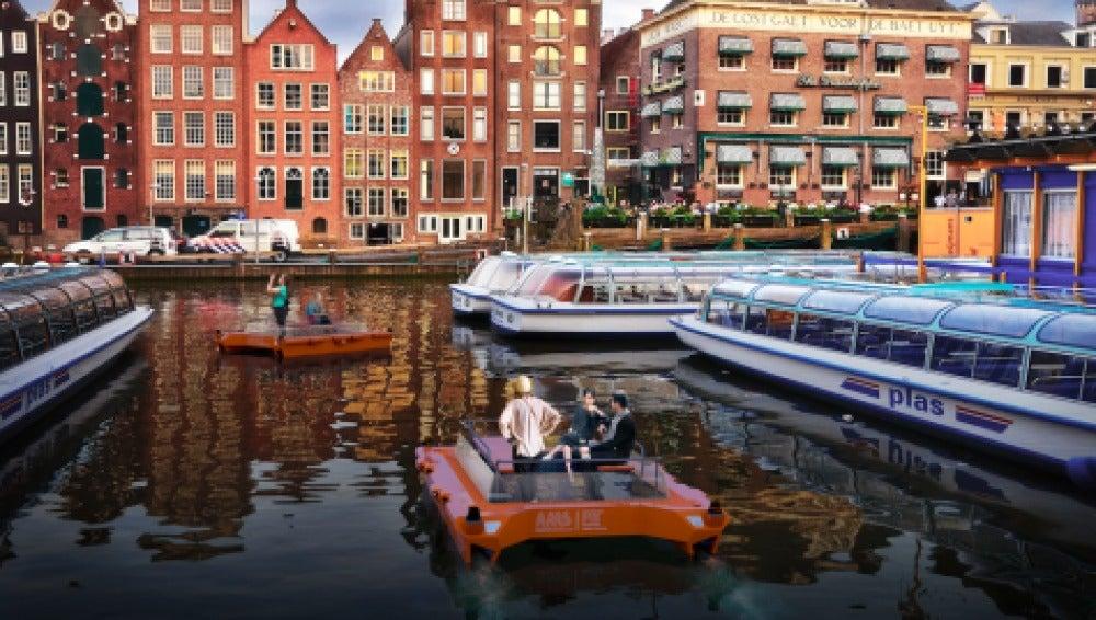 Los barcos robot por los canales de Amsterdam