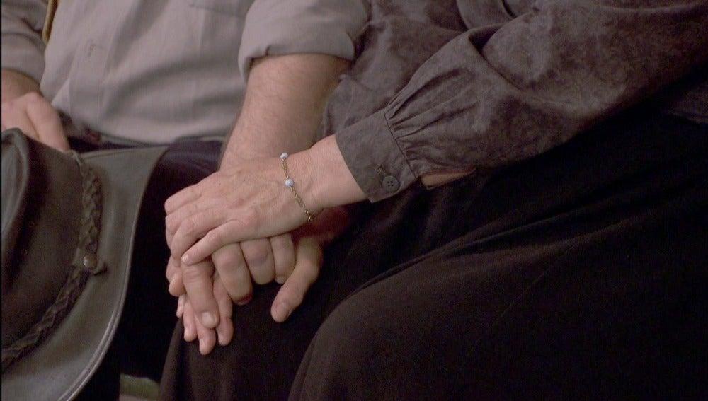 Mauricio le tiende la mano a Rosario tras la desaparición de Mariana