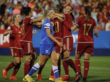 La selección española festejando el 5-0 ante Finlandia.