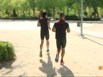 Dos deportistas haciendo running.