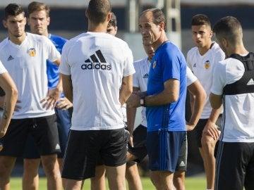 Voro dirige su primer entrenamiento tras la destitución de Ayestarán