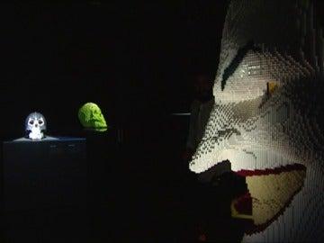 Frame 19.427448 de: Superhéroes convertidos en Lego en la exposición 'The Art of the Brick' en Madrid