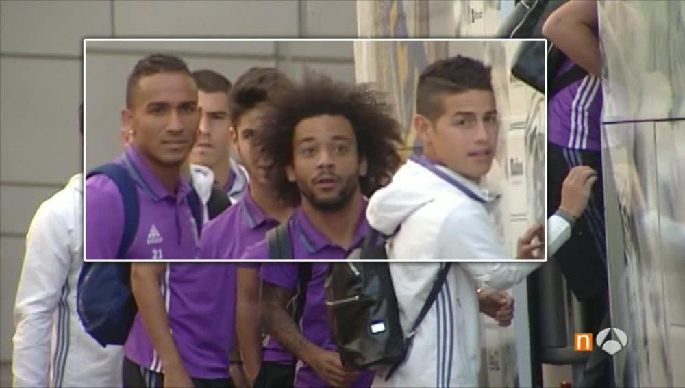 Danilo, Marcelo y James mirando al espontáneo.