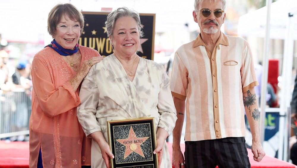 Kathy Bates recibe una estrella en el paseo de la fama