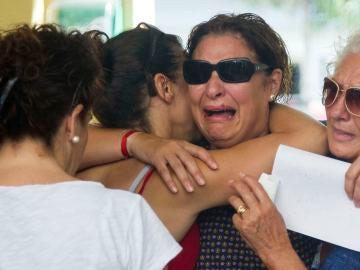 La familia de acogida entrega al niño de 4 años a su madre biológica