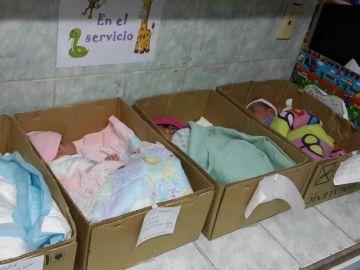 Niños en cajas de cartón en lugar de incubadoras en Venezuela