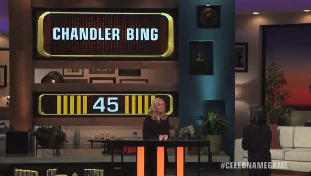 Frame 13.229981 de: Lisa Kudrow y Courteney Cox juegan al trivial de 'Friends'
