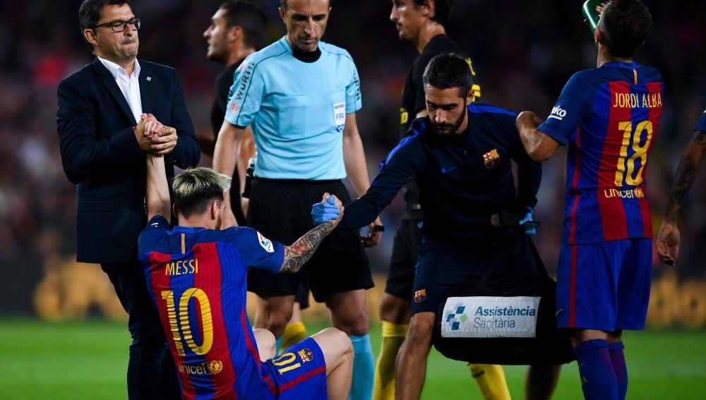 Messi, lesionado en el partido ante el Atlético
