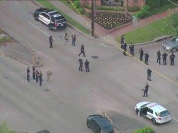 Frame 17.442909 de: Varias personas heridas en un tiroteo en Houston, la Policía ha disparado al tirador