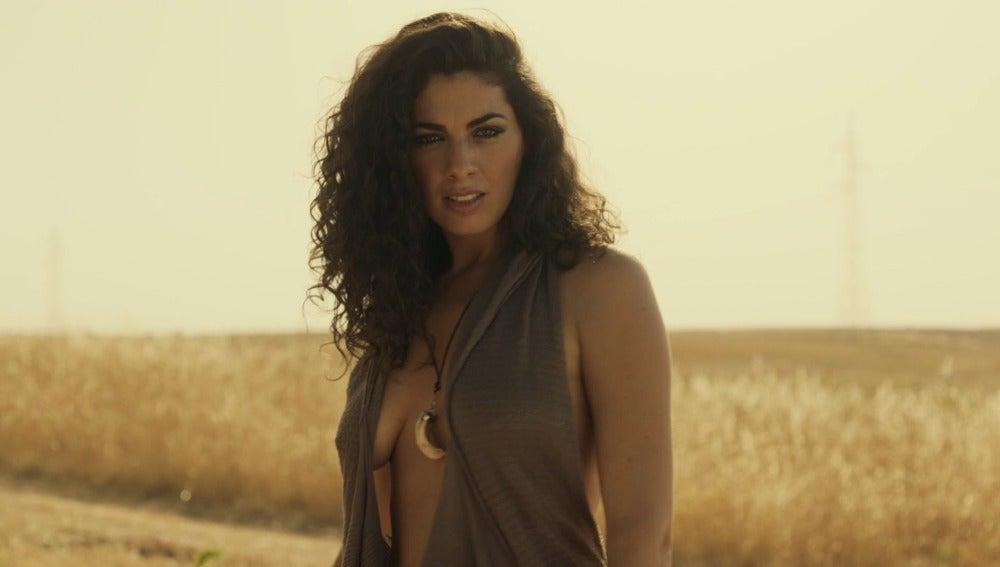 Nya de la Rubia en el videoclip de 'Ya no puedo más', la canción oficial de 'Mar de plástico'
