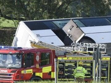 Un muerto y 21 heridos en un autobús que trasladaba a los aficionados de los Rangers