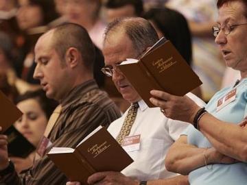 Testigos de Jehová en una de sus asambleas