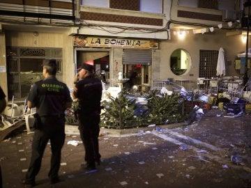 Inmediaciones del lugar en el que quince personas han resultado heridas en la feria de Vélez-Málaga tras una explosión