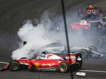 Vettel toca a Rosberg en Sepang