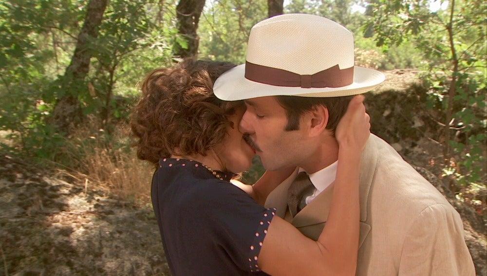 Camila se besa con Néstor, ¿quién es él?
