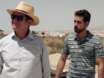 Juan Rueda y Lolo en los invernaderos
