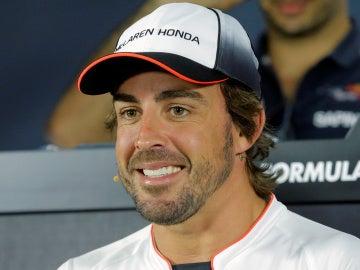 Fernando Alonso, sonriente durante una rueda de prensa