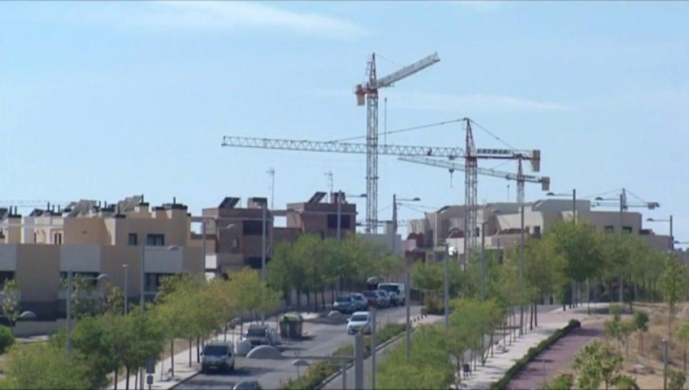 Frame 1.858883 de: La compraventa de viviendas se dispara un 20,3% en agosto gracias al mercado de segunda mano