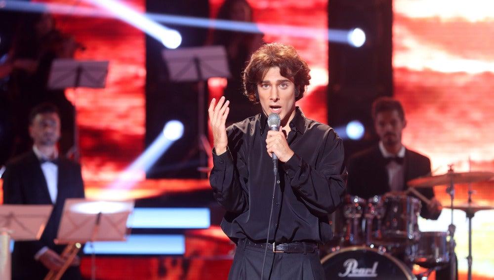 """Blas Cantó se convierte en Raphael y canta """"Como yo te amo"""""""