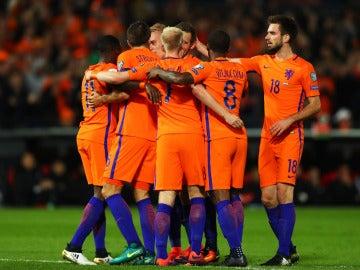 La Selección holandesa celebra el triunfo ante Bielorrusia