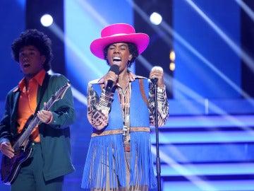 """Beatriz Luengo imita a Michael Jackson con su canción """"I'll be there"""""""